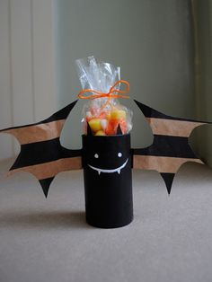 Paper Bag Bats: Halloween Crafts for Kids - I have to try this for Chayse's classroom Halloween party