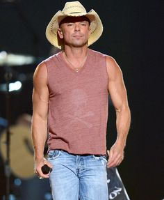 Whoa - Kenny Chesney's been working out!