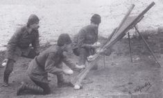 Ottoman troops turn a British bomb-catapult against its former owners.