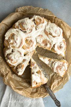 Weltbester Zimtschnecken-Kuchen / Rosenkuchen – einfaches Rezept If you're looking for a flash recipe for simple, fast, world-best cinnamon roll snails, you've found it now! Cinnamon Roll Icing, Cinnamon Roll Monkey Bread, Cinnamon Roll Pancakes, Cinnamon Roll Cookies, Cinnamon Recipe, Easy Cake Recipes, Pumpkin Recipes, Sweet Recipes, Roll Eat