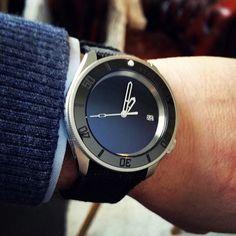 Seiko Stealth Monochrome Mod by - see other awesome mods on his IG Seiko Skx007 Mod, Seiko Mod, Fine Watches, Watches For Men, Seiko Diver, Citizen Watch, Rose Gold Watches, Seiko Watches, Automatic Watch