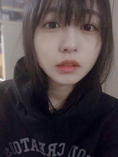 Kawaii Faces, Kawaii Cute, Kawaii Girl, Beautiful Japanese Girl, Japanese Beauty, Cute Asian Girls, Cute Girls, Cute Cafe, Cute Girl Poses