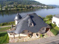 дом с сланцевой крышей