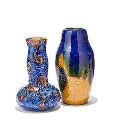 Jugend. 1900-tallets første del. En vase med renneglasur, trolig Andreas Schneider (H: 31,5) En vase med reliefdekor i blått og brunt, trolig Kahler (H: 28,5)  ANTALL 2 Vase, Ceramics, Home Decor, Style, Ceramica, Swag, Pottery, Decoration Home, Room Decor