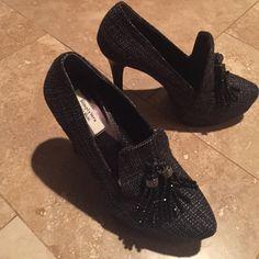Simply Vera Wang high heels Women's 6 medium so cute shoes too high for me - 4.5 inch heel , black with white/grey black tassel very cute Vera Wang Shoes Heels
