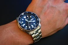 Hello guys, here's my review on the legendary SKX007, let's start off with the specifications: Seiko SKX007 200M WR 7s26 21 Jewels automatic movement
