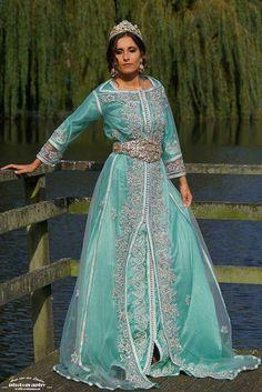 Turqoise long wedding dress and jewelery