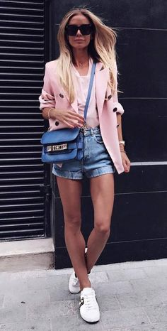35 Casual Fall Outfits from Stylish Try Right Now Lässiges Outfit Idea Pink Blazer Plus Top Plus Tasche Plus Jeansshorts Plus Turnschuhe Casual Outfits For Teens, Casual Winter Outfits, Summer Outfits, Casual Summer, Blazer And Shorts, Blazer Outfits, Denim Shorts, Denim Outfits, Summer Fashion Trends