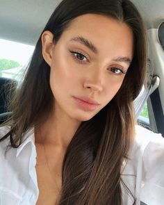 Long lashes without extensions. How to have the perfect natural make-up look. How to achieve glowy fresh skin. Natural Makeup Looks, Natural Make Up, Natural Looks, Simple Makeup, Pretty Makeup, Natural Summer Makeup, Minimal Makeup Look, Natural Brown, Gorgeous Makeup