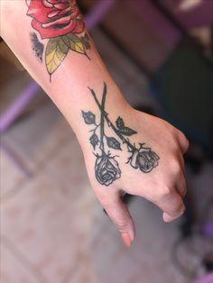 #tattoo #tatuajes #rosas #tatuajesrosas #tattoogirl Leaf Tattoos, Girl Tattoos, Tatuajes, Girly Tattoos, Female Tattoos, Tattoo Girls, Feminine Tattoos