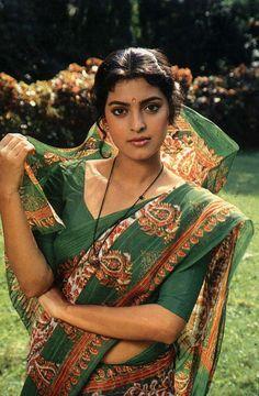 Juhi Chawla looking oh so beautiful Indian Bollywood Actress, Beautiful Bollywood Actress, Beautiful Actresses, Indian Actresses, Beautiful Girl Indian, Most Beautiful Indian Actress, Beautiful Saree, Beauty Full Girl, Beauty Women
