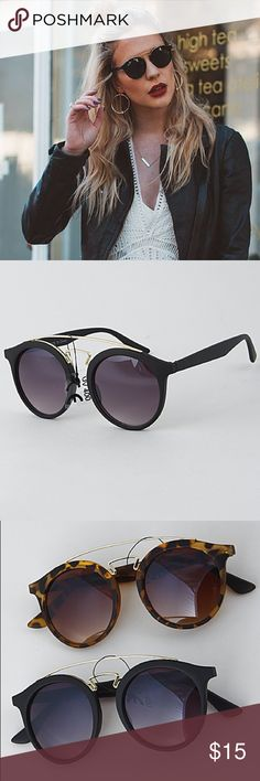 """NWT    Gatsby Style Black Gold Round Sunglasses Super chic retro round Ray-ban Gatsby Style sunglasses. Matte Black frame with gold accents and dark lenses.  5.4"""" x 2.3"""" approx. Available in black or tortoiseshell.  Price is firm unless bundled. Bundle 2 items and save 10%, bundle 4 or more and save 20%. Accessories Sunglasses"""