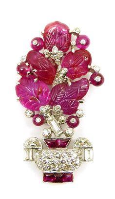 Cartier 1925 Rubies and diamonds from the tutti frutti series #TuttiFrutti #RubyBrooch #Giardinetto