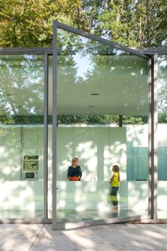 Villa Roces by Govaert & Vanhoutte, huge pivot steel frame pivot door. All the exterior doors seem to be the same height as the building Architecture Résidentielle, Contemporary Architecture, Installation Architecture, Contemporary Houses, Sustainable Architecture, Pivot Doors, Entry Doors, Front Entry, Front Doors