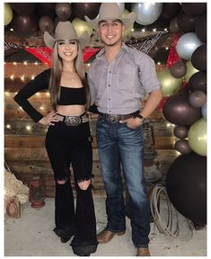 Cute Cowgirl Outfits, Western Outfits Women, Cute Country Outfits, Rodeo Outfits, Cute Outfits, Fiesta Outfit, Mexican Outfit, Looks Country, Outfits For Mexico