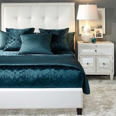 The Stylish Modern Bedroom Furniture (Vintage, Rustic, and Mid Century Bedroom Furniture Sets) Bedroom Furniture Design, Bed Furniture, Furniture Styles, Home Decor Bedroom, Furniture Vintage, Furniture Layout, Glam Bedroom, Furniture Plans, Furniture Online