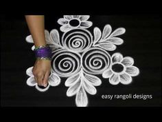 Kolam or muggu is a ancient art form of India which is very popular. Kolam is also called as Rangoli in parts of India. women create different kolam or rango. Easy Rangoli Designs Videos, Easy Rangoli Designs Diwali, Rangoli Designs Latest, Simple Rangoli Designs Images, Free Hand Rangoli Design, Rangoli Border Designs, Small Rangoli Design, Rangoli Patterns, Rangoli Ideas