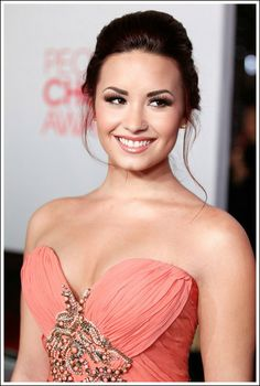 Sharada Baker Beauty: MY fav looks from People's Choice Awards 2012