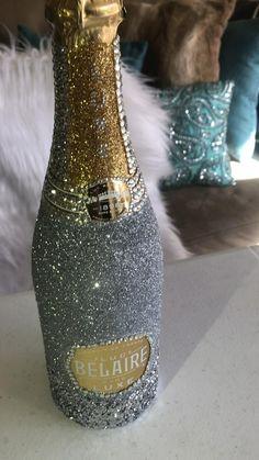 Bedazzled Liquor Bottles, Glitter Champagne Bottles, Decorated Liquor Bottles, Bling Bottles, Glitter Glasses, Alcohol Bottle Decorations, Liquor Bottle Crafts, Custom Wine Bottles, Alcohol Bottles