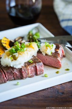 Perfectly cooked medium rare sous vide steak with a hint of garlic, served Japanese (wafu 和風) style with refreshing grated daikon, scallion and ponzu on top. How To Grill Steak, Beef Steak, Easy Japanese Recipes, Asian Recipes, Unique Recipes, Japanese Style, Japanese Food, Japanese Meals, Sushi