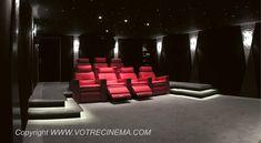Réalisation d'un Home Cinéma Moderne de 40 m2 à Paris par VOTRE CINEMA. 7 fauteuils en cuir, avec double motorisation (dossier et repose pieds réglables séparément, sans oublier l'appui-tête qui peut s'ajuster en hauteur et en inclinaison pour avoir une position parfaite pendant la projection du film). Enfin, chaque fauteuil est posé sur des vibreurs synchronisés sur les explosions et coups de feu en tout genre, donnant l'illusion que toute la salle de cinéma tremble. Sensations garanties !