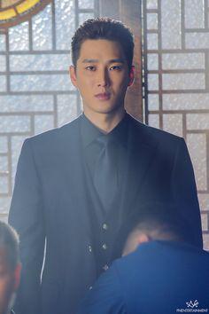 Actor Ahn Bo Hyun is a cold man in behind-the-scene photos of drama 'Itaewon Class'. Lee Joo Young, Netflix Dramas, Handsome Korean Actors, Park Min Young, Korean Entertainment, Kdrama Actors, Cute Actors, Kpop, Romance