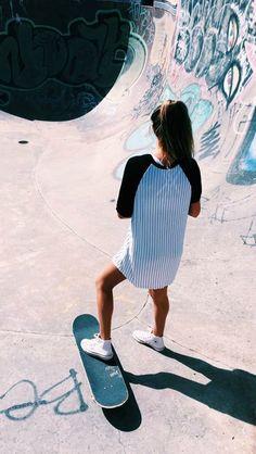 i know this isn't a longboard but i skate too. Moda Skate, Skate Girl, Mein Style, Skateboard Girl, Longboarding, Foto Pose, Tumblr Girls, Skateboards, Belle Photo