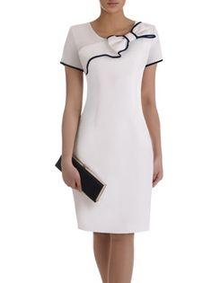 Sukienka z ozdobną kokardą Żaklina II, elegancka kreacja koktajlowa. White Outfits, Stylish Outfits, Dress Outfits, Fashion Outfits, Simple Dresses, Cute Dresses, Casual Dresses, African Fashion Dresses, Classy Dress