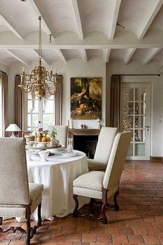 Eye For Design: The Case For Round, Skirted, Dining Room Tables