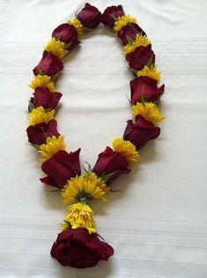 Decorating - Her Crochet Flower Garland Wedding, Rose Garland, Flower Garlands, Flower Decorations, Rangoli Designs Flower, Flower Rangoli, Flower Designs, Diwali Decorations At Home, Festival Decorations