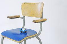 Petite chaise de maternelle  leshappyvintage.fr