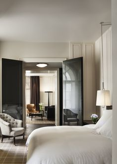 Rosewood London Grand Premier Suite Bedroom || Image courtesy of Rosewood London