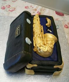 Saxaphone cake i would die for this! Crazy Cakes, Fancy Cakes, Mini Tortillas, Fondant Cake Designs, Fondant Cakes, Cupcakes, Cupcake Cakes, Beautiful Cakes, Amazing Cakes