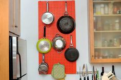 pegboard storage in the kitchen. Funky Kitchen, Kitchen Decor, Kitchen Ideas, Kitchen Things, Kitchen Design, Small Space Living, Small Spaces, Pegboard Storage, Kitchen Pegboard