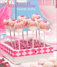 Marshmallow pops, a little healthier than cake pops. Definitely less than the 175 calorie cake pops! Buffet Dessert, Candy Buffet, Lila Cake Pops, Pink Parties, Birthday Parties, Birthday Ideas, Cake Birthday, Marshmallow Treats, Marshmallow Sticks