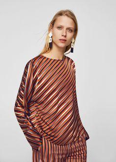 https://shop.mango.com/es/mujer/camisas-blusas/blusa-satinada-rayas_21090676.html?c=20