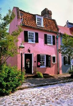 Colonial+Architecture+in+France | Colonial pink house, Charleston, South Carolina,USA