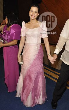 Former TV personality Audrey Tan wore a terno by Inno Sotto. My second favorite. Filipiniana Wedding, Filipiniana Dress, Formal Wear, Formal Dresses, Wedding Dresses, Filipino Fashion, Dress Outfits, Fashion Dresses, All About Fashion