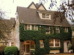 Heron Haus Bed and Breakfast, Portland, Oregon....one of my most favorite places I've ever stayed
