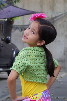 This is a free crochet pattern for kid's crochet shrug called Aida Shrug. It has photo tutorial in each step to guide your in your crochet journey. Crochet Girls, Crochet For Kids, Easy Crochet, Crochet Baby, Free Crochet, Irish Crochet, Beginner Crochet, Crochet Coaster, Tutorial Crochet