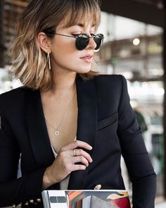 work outfit idea + short hair with bangs Arbeitsoutfit-Idee + kurzes Haar mit Pony # Kurzhaar # Frisuren # Outfits Bob Haircut With Bangs, Short Hair With Bangs, Short Hair Cuts, Hair Bangs, Haircut Short, Ombre Bob With Bangs, Short Hair Long Fringe, Blonde Bob With Fringe, Bangs And Balayage