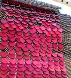 Loom Weaving, Hand Weaving, Chanel Boy Bag, Fiber Art, Inventions, Textiles, Shoulder Bag, Fabric, Projects