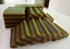 Kue Lapis Pandan Cokelat(asli) Indonesian Desserts, Indonesian Cuisine, Asian Desserts, Dessert Cake Recipes, No Bake Desserts, Cookie Recipes, Pandan Layer Cake, Steamed Cake, Traditional Cakes