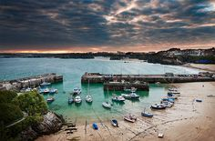 All things Europe — Newquay, Cornwall, England (by mibreit) Newquay Cornwall, Devon And Cornwall, Cornwall England, Great Places, Places To See, British Beaches, Holidays In England, South West Coast Path, Paradise On Earth