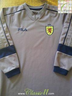 Relive Scotland's 2000/2002 international season with this original Fila goalkeeper football shirt.