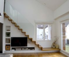 Home Stairs Design, Interior Stairs, Home Design Plans, Modern House Design, Interior Design Living Room, Stairs In Living Room, Condo Living Room, Tiny Living Rooms, House Stairs
