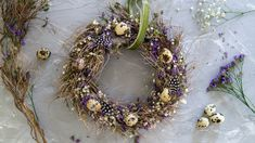Spring decoration: tie a flower wreath yourself, Instructions on how to tie a beautiful wreath of flowers yourself in no time. Perfect as a spring decoration and as a table decoration for the Easter . Bohemian Christmas, Christmas Crafts, Christmas Decorations, Easter Wreaths, Holiday Wreaths, Spring Decoration, Dried Flower Wreaths, Fleurs Diy, Diy Ostern