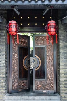 China Travel Inspiration - Chengdu :: Kuan Zhai Xiang Zi (translation: wide and narrow lanes) is a historic Qing Dynasty neighborhood in Chengdu. Once reserved only for the Manchu nobility, it has undergone a facelift in recent years, bringing in cafes, restaurants and art dealers.