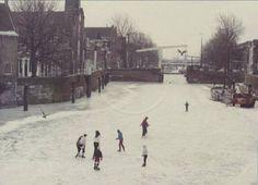 Rotterdam Delfshaven - Aelbrechtskolk. Schaatsen, Winter 1984.