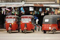 Tuk-tuki są podstawowym środkiem transportu na Sri Lance.